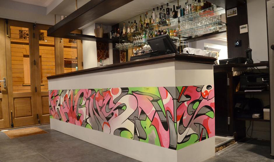 graffiti street art dans un bar du 16ème arrondissement de Paris