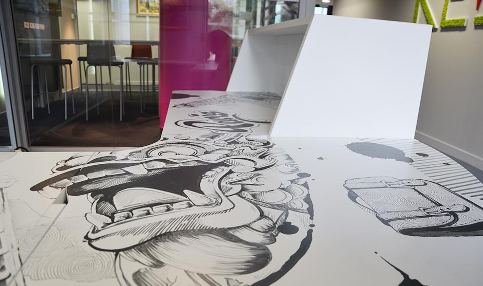 habillage en bichromie (deux niveau de gris) d'une table