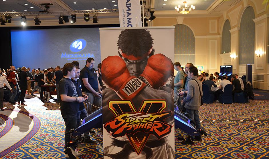 Bornes d'arcades permettant de s'affronter pendant la soirée au jeu de combat star.