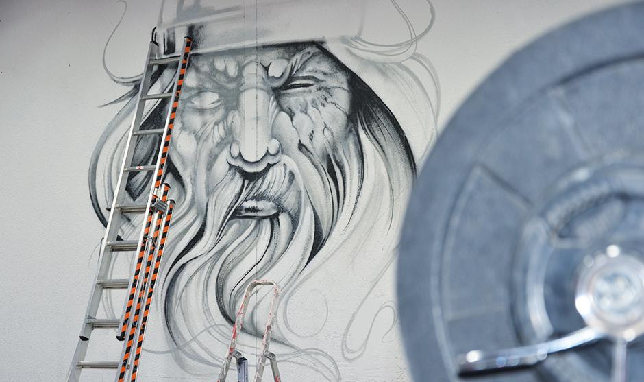 Esquisses et démarrage de la fresque décorative graffiti à Sète