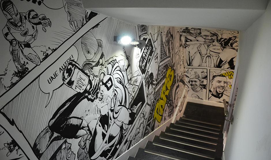 Peinture graffiti décorative dans les escalier du Comic's Bar à Paris