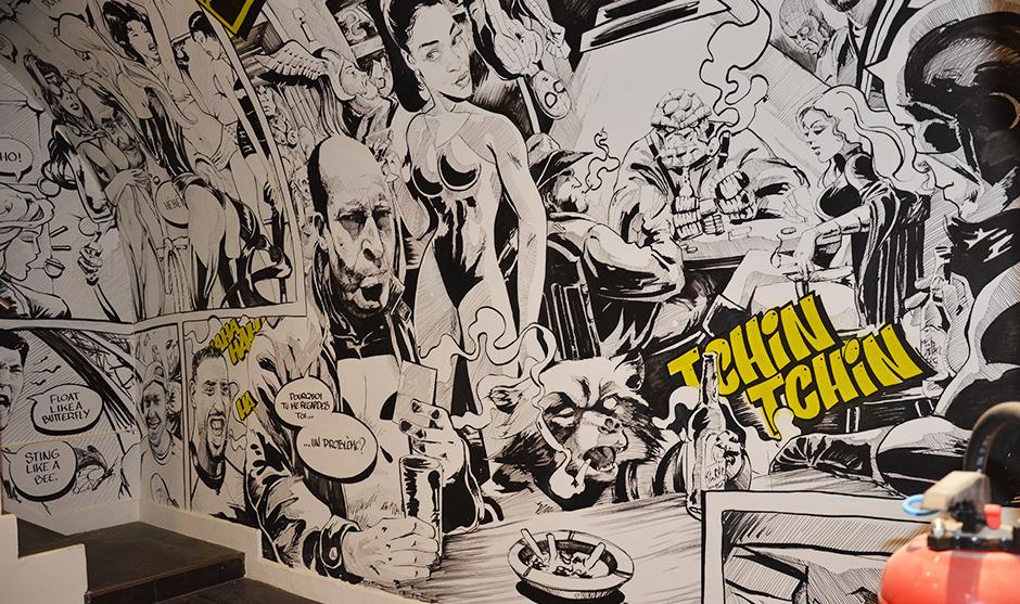 fresque en noir et blanc réalisée au posa et à la bombe aérosole