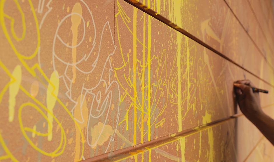 faux mur, graffiti, objet offert aux meilleurs clients de la fédération