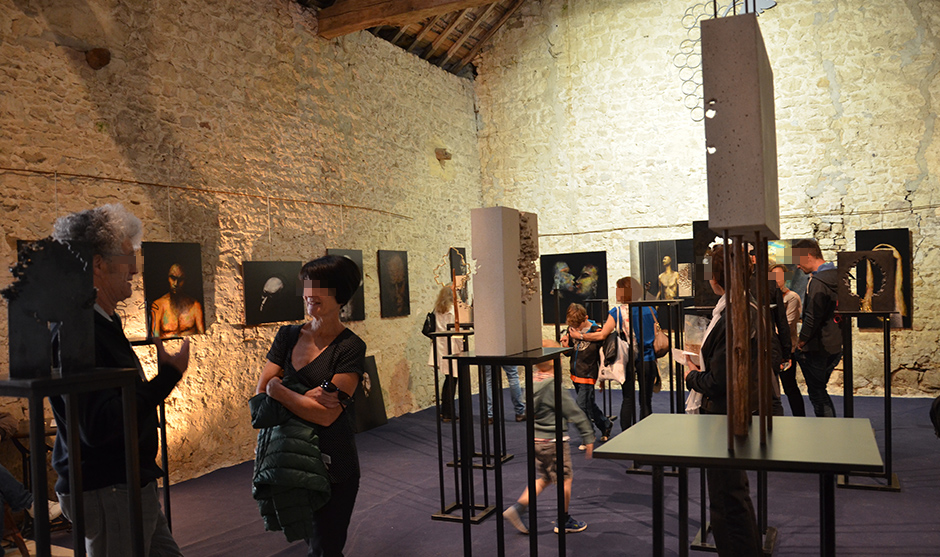 exposition d'art contemporain dans le village de la région de Reims