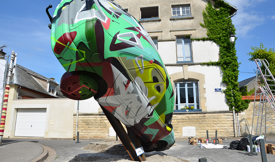 modernité de l'objet recouvert de motifs graffiti