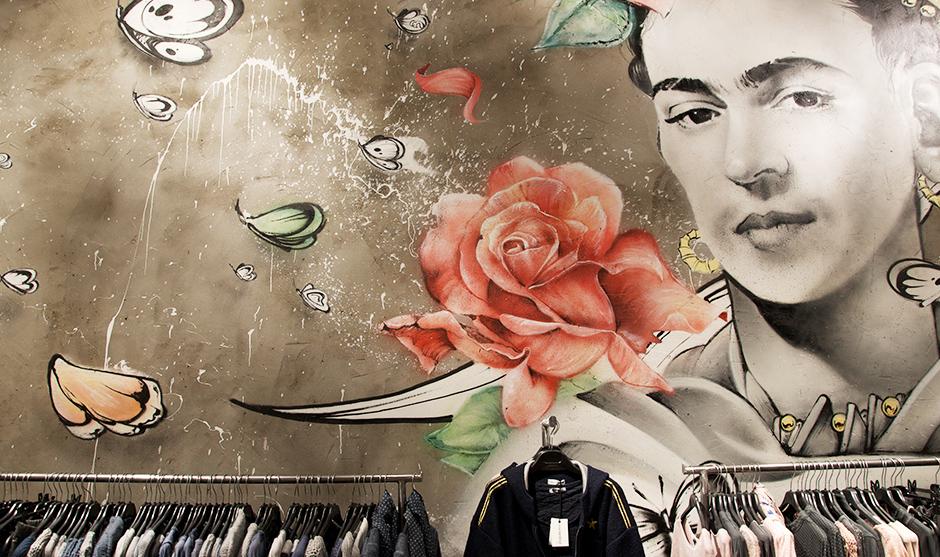 décoration, peinture illustration féminin papillons et roses