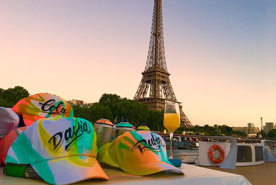 Bar, casquettes, péniche, Paris, personnalisation