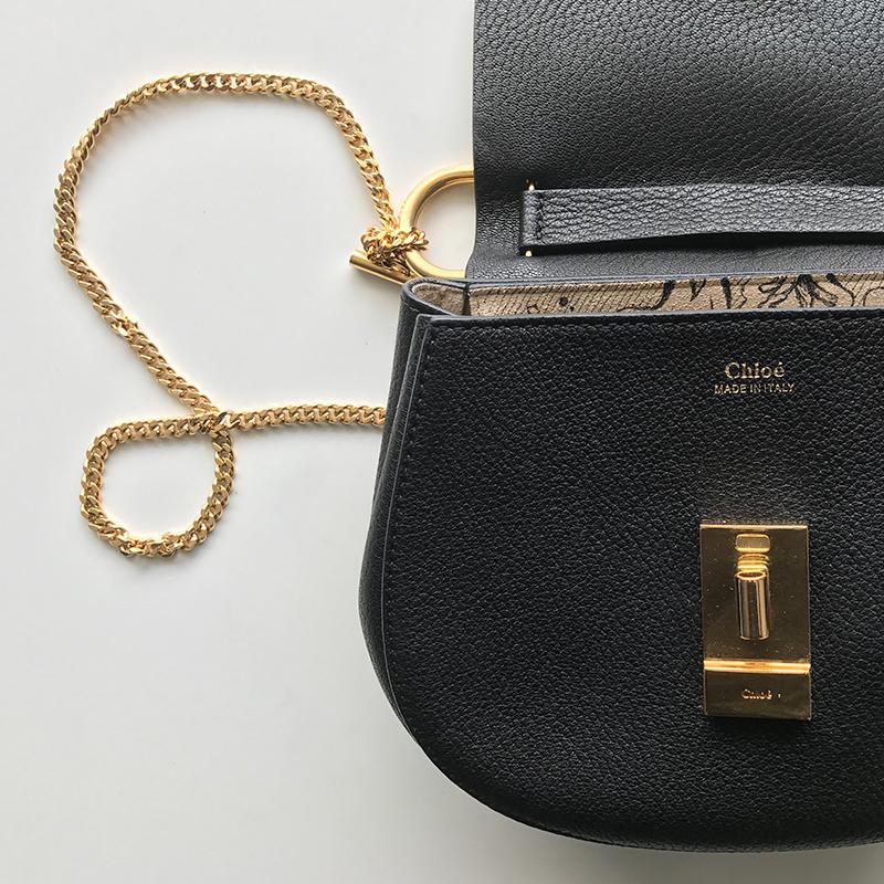 personnalisation cuir noir, daim, sac
