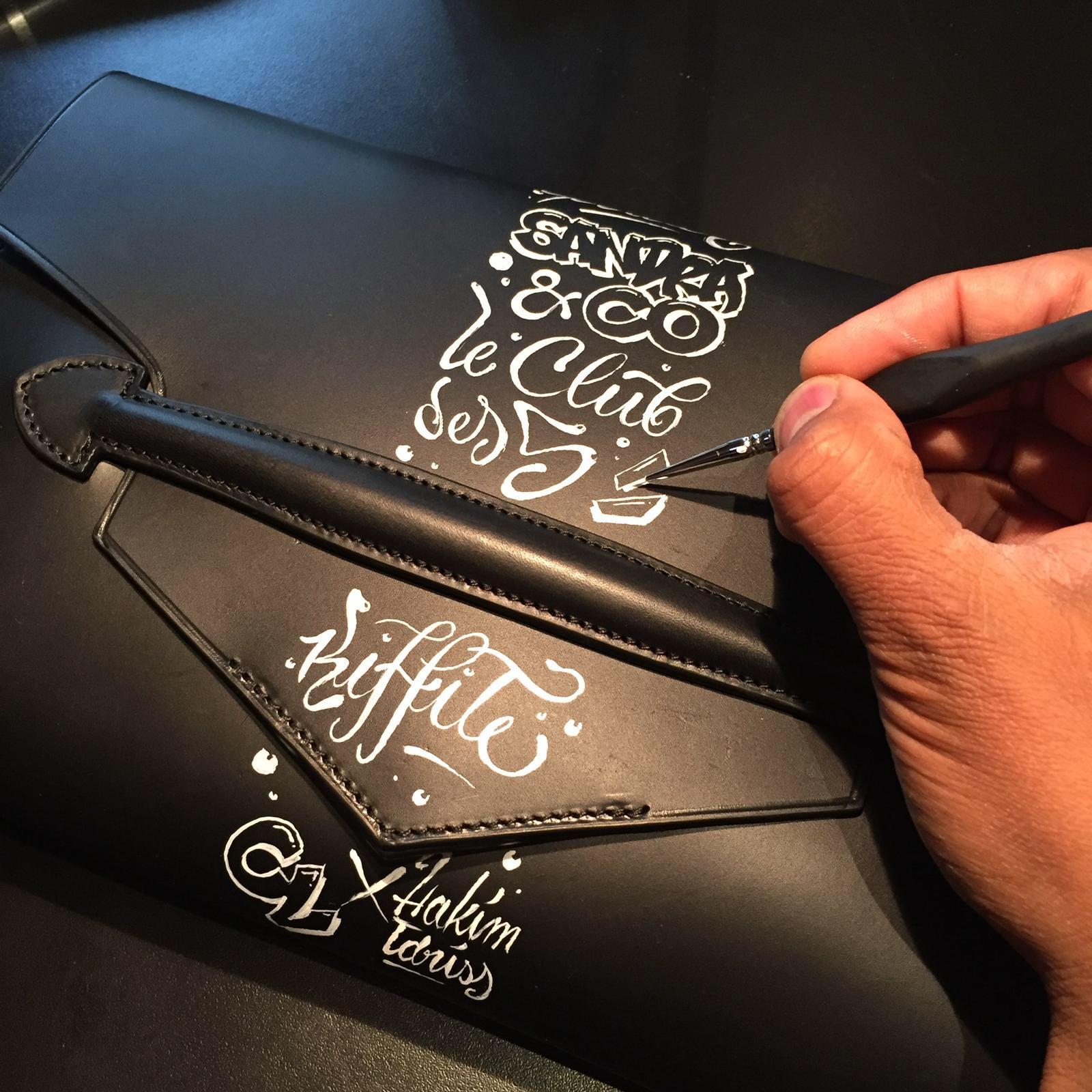 Peinture, cuir, pochette noir, paris, customisation