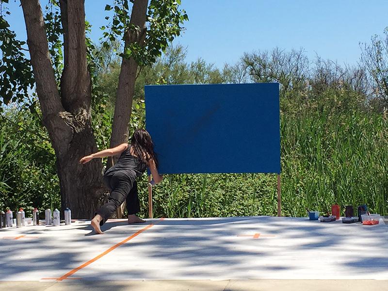 Artiste peintre scène spectacle art contemporain