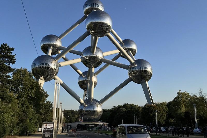 au pied de l'atomium, rue, Bruxelles