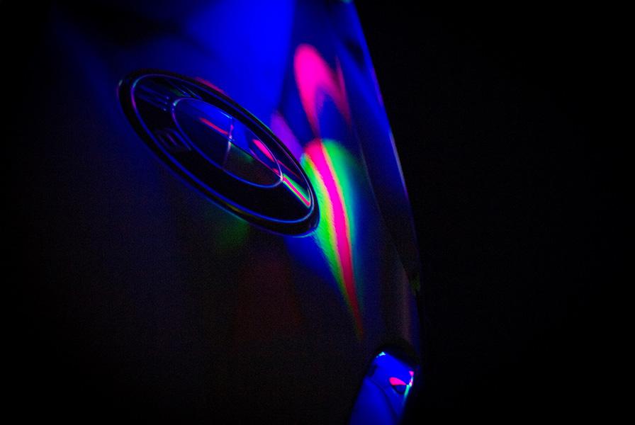 sigle, logo, BMW, reflets, lumière noire, phosphorescent