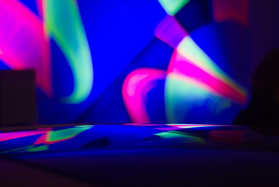 reflets, fluorescents, lumière noire, graffiti , carrosserie, voiture, BMW X2