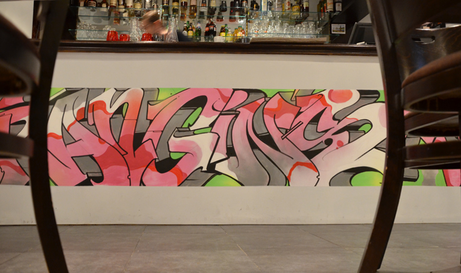 Comptoir habillé par le graffiti artist Egow