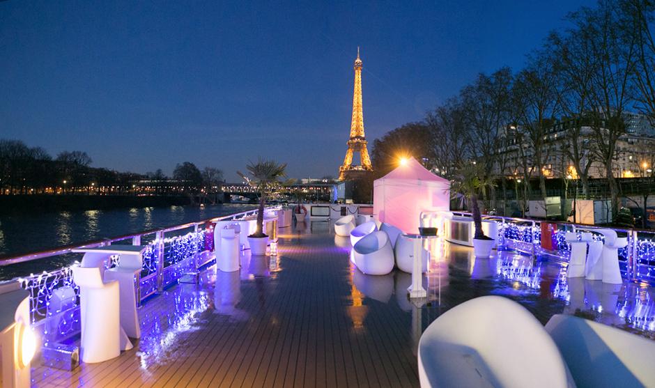 Paris by night, au bord de l'eau.