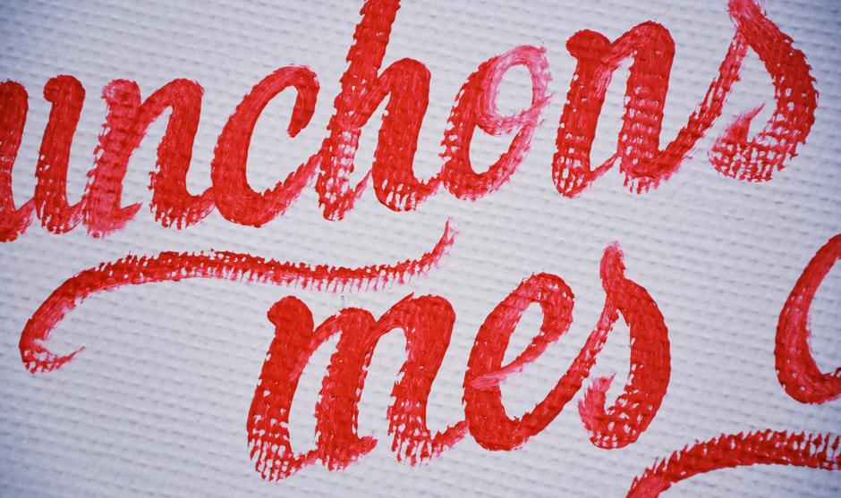 Zoom sur un détail de la fresque typographique