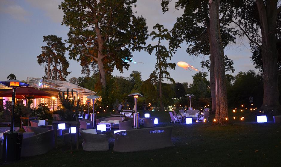 Arbres, jardins, soirée privée parisienne
