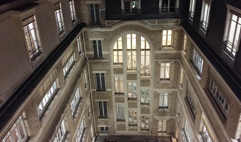 façade d'immeuble parisien, bureau du cabinet