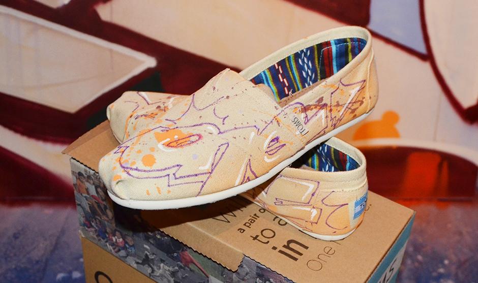 lettrages tracés direct sur des chaussure