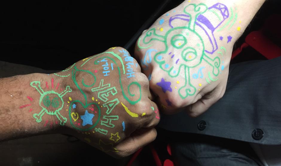 Sur les tattoos, l'entreprise Talan était symbolisée par l'étoile bleue et Cereza par la cerise