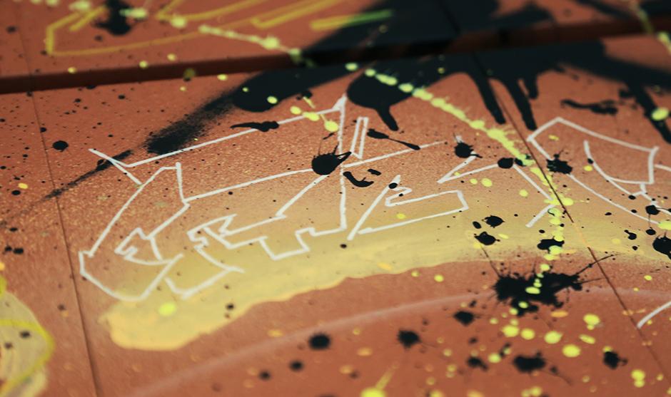 lettrage, typo, FFTB, jaune, rouge, fond, dripping, éclaboussures, jet, peinture.