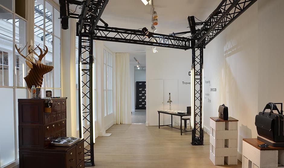 Showroom des produits MontBlanc au premier étage de la galerie parisienne