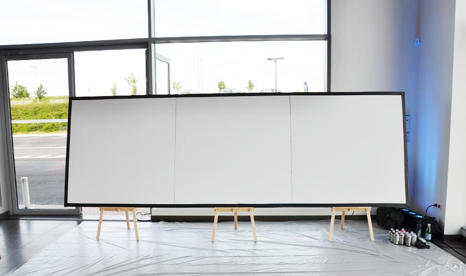 Trois toiles carrées forment une support panoramique original