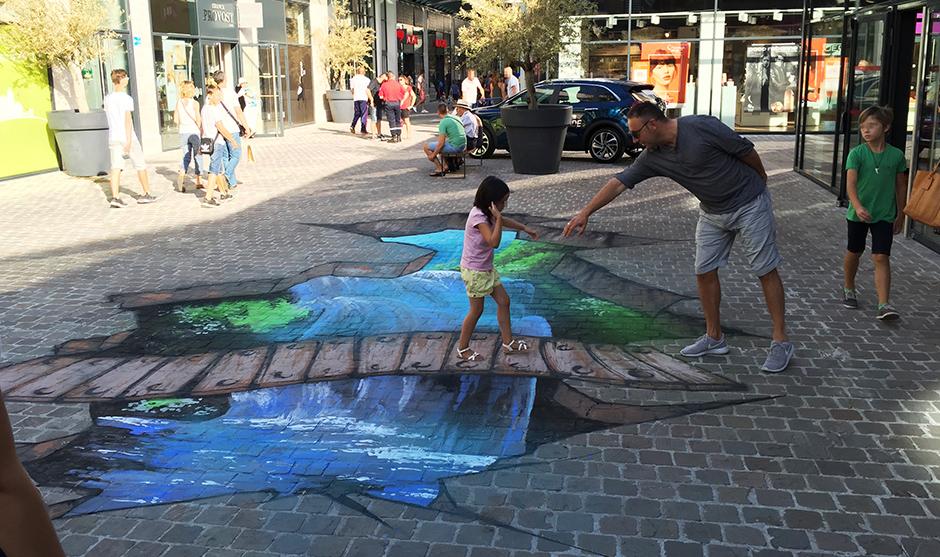 illusion d'optique, fresque sur le sol.