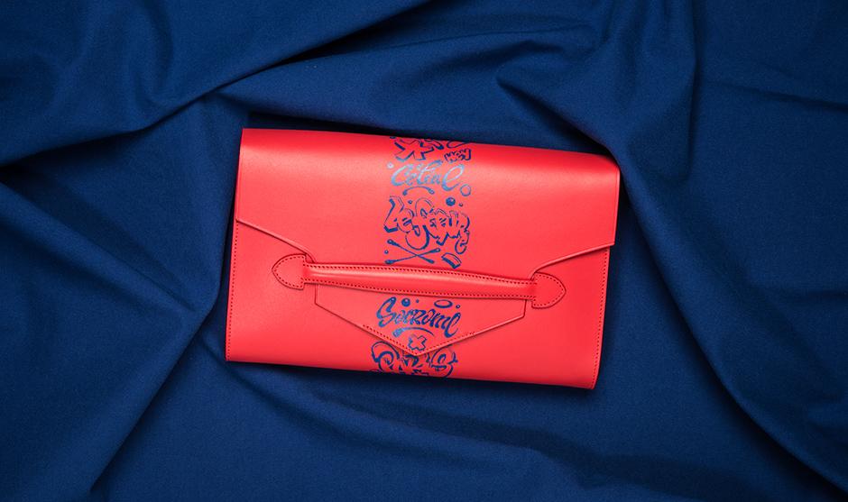Vue de face de la pochette en cuir personnalisée