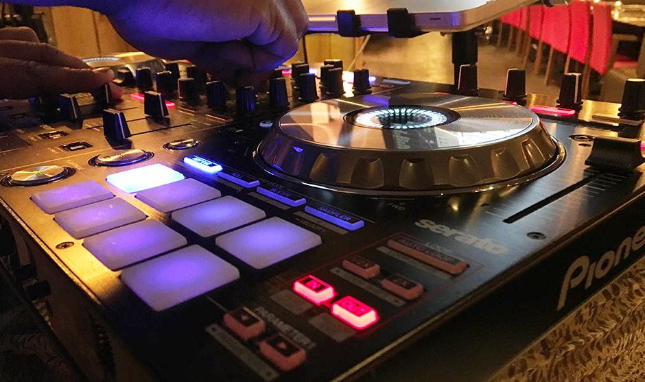 table de mixage, musique et animation.