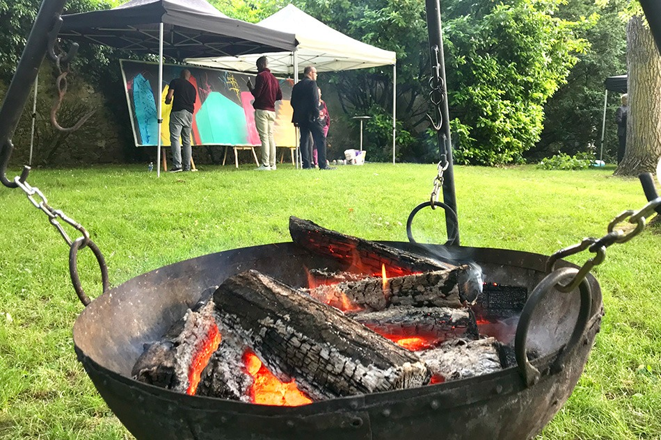 Barbecue, feu de bois, Bouygues, bâtiment, Grand'maisons, graffiti