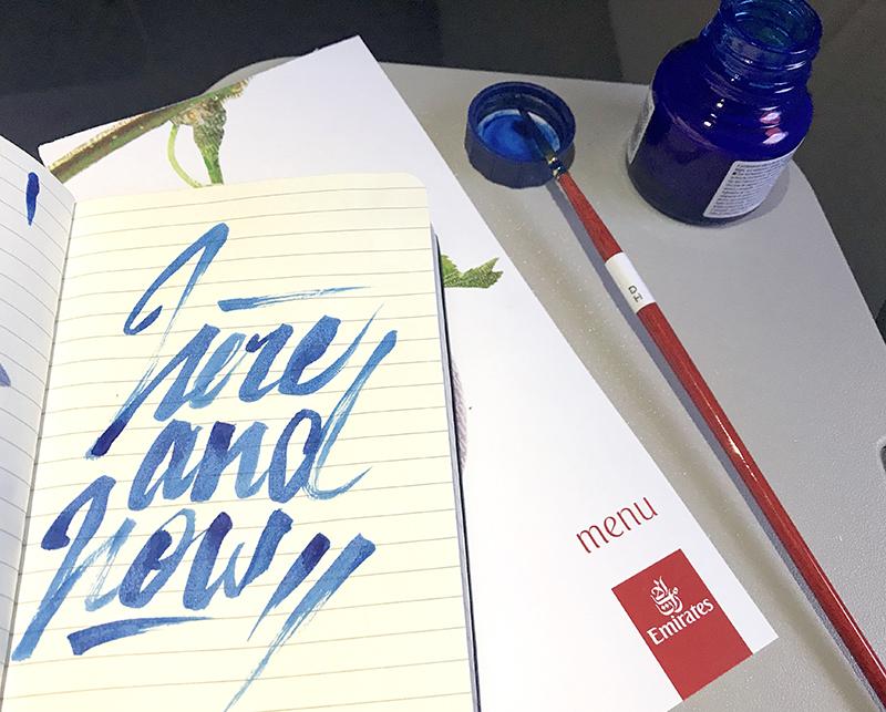 calligraphie, avion, en l'air, Emirates