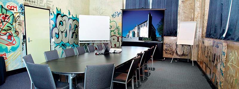 salle réunion, graffiti, street art, tags, moche