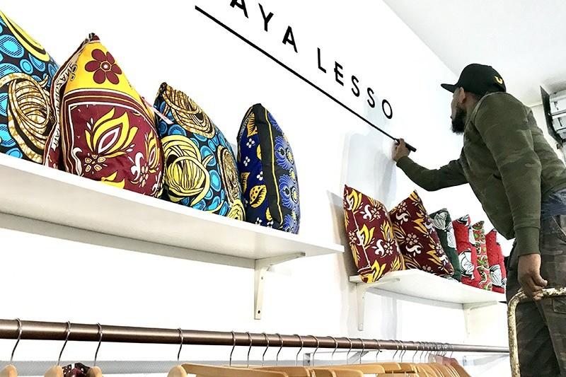 artiste, typographe, logo, mur, décoration, enseigne, à la main