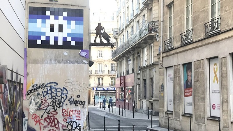 hiérarchie, graffiti, street art, invaders, tags, au dessus, paris