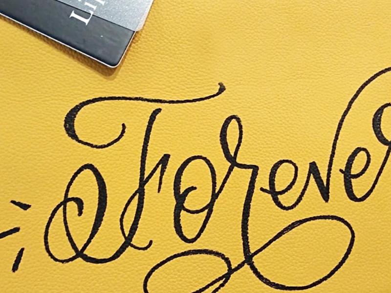 Personnalisation, cuir, Lipault Paris, art, personnalisation, calligraphie, monogrammes