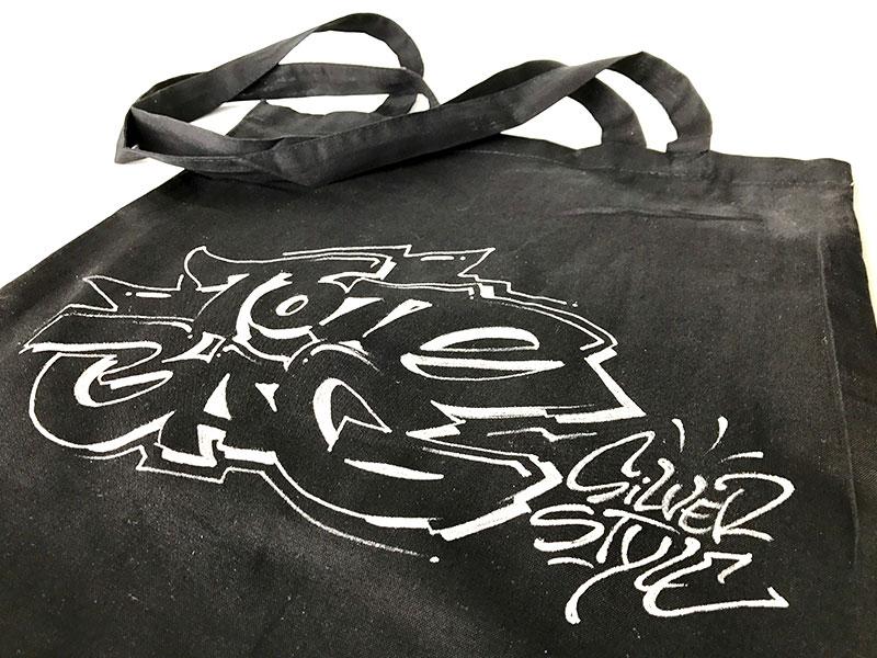 Exemple de tote bag personnalisé à l'aide de marqueurs spécifiques